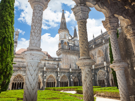 Mанастирът в Баталя е една от най-впечатляващите религиозни сгради на Португалия. Той е изящен документ на прехода от готически стил към декоративния стил мануелин.